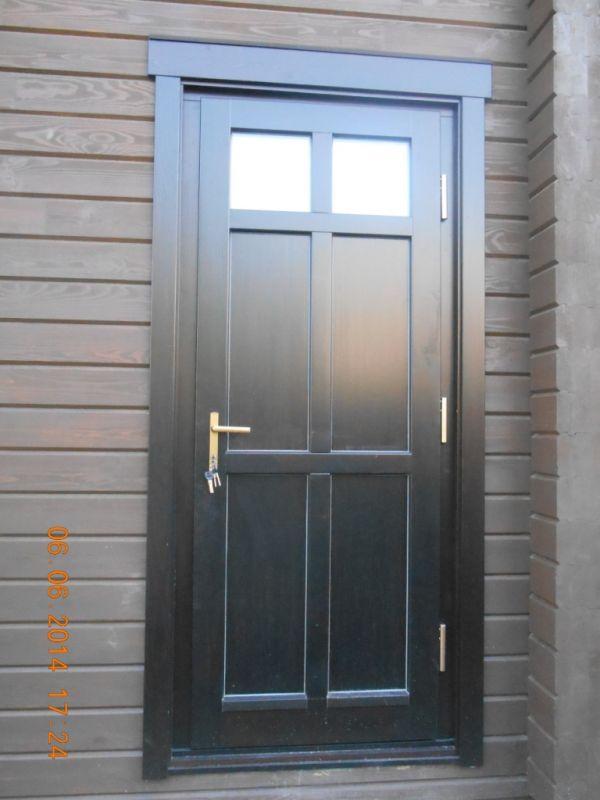 установка входных дверей со стеклопакетом